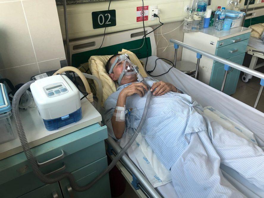 Bệnh nhân sử dụng máy trợ thở trong điều trị bệnh lý Phổi tại Bệnh viện